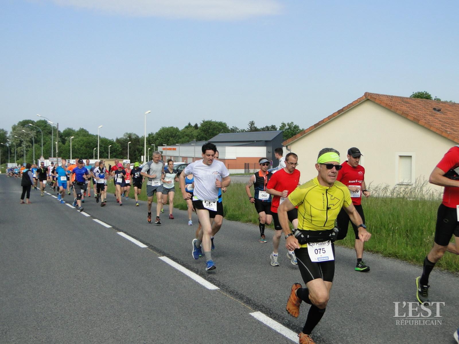 ce-dimanche-matin-190-coureurs-ont-pris-le-depart-des-18e-foulees-de-la-sante-a-bar-le-duc-1526815586
